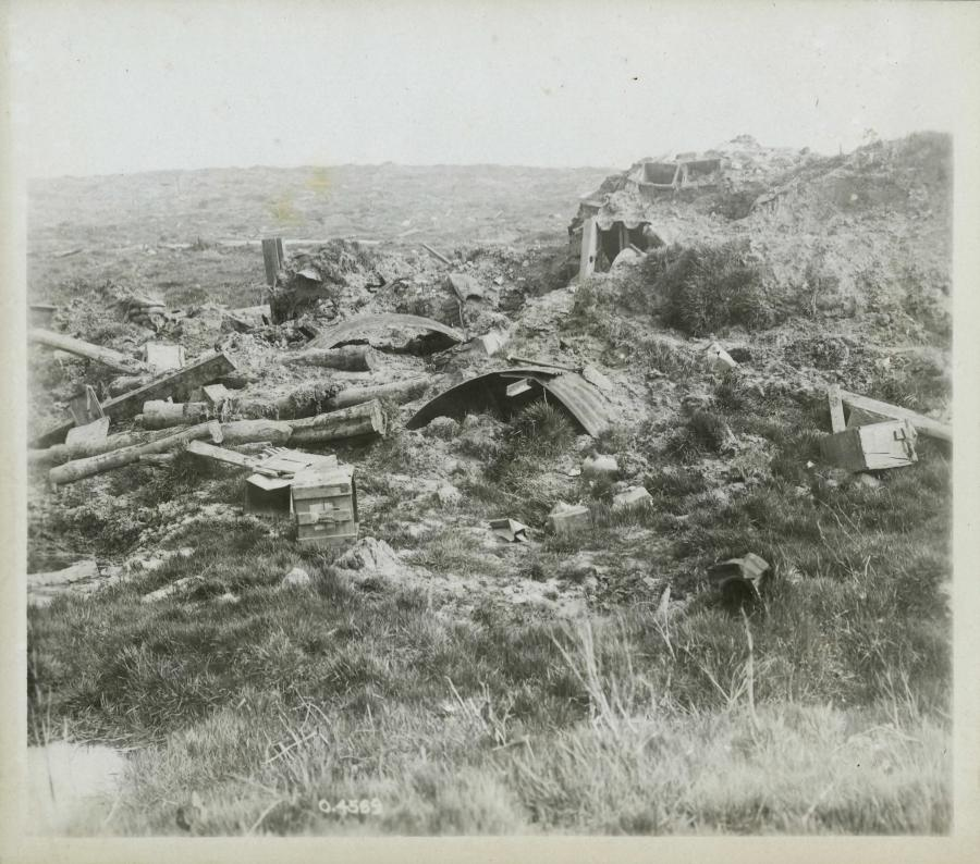 Battle_of_Mount_Sorrel_-_destroyed_dugout_and_shelters